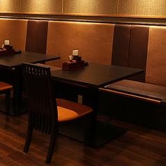 お集まりに応じて、少人数から大人数までご利用いただけます。※店舗により部屋の配置・席数が異なる場合がございます