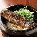 料理メニュー写真旬の魚で石焼まぜご飯