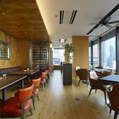 ランチの時間帯 最上階の景色を一望できるテーブル席