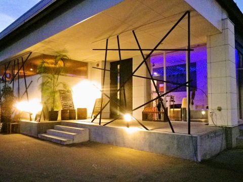 最大300人のパーティースペースがある大型ダイニングバー。結婚式2次会会場で人気。