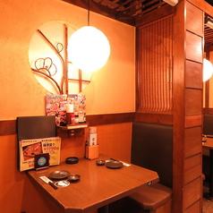 2名様用テーブル席。デートや記念日にもおすすめ。プライベートな空間で素敵なひと時を!人数に合わせてお席を考慮いたします♪