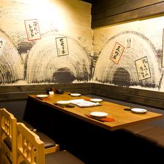 炭火串焼と旬鮮料理の店 しかまるの雰囲気1