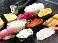 寿司屋というと敷居が高いイメージですが、厳選して仕入れた新鮮なお魚をリーズナブルな価格でご提供しておりますので、大衆居酒屋のような感覚でお気軽にお越しください♪