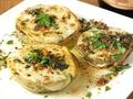 料理メニュー写真青トマトとスカモルツァチーズのグリル アンチョビガーリック風味