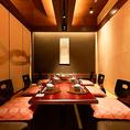 大人数の忘年会や、会社宴会に最適なお席をご用意致しました。お近くから江坂の大人の個室空間でのご宴会はいかがですか?いつもよりも上質なひと時をお過ごしください…※系列店舗との併設店舗となります