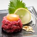 【レアステーキのユッケ風】和牛のもも肉のレアステーキをユッケ風にアレンジしました!味も食感もユッケと変わらず人気メニューです★