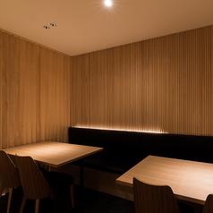 会食、宴会に最適な半個室のテーブル席。