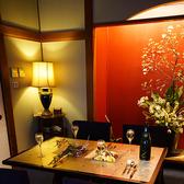 テーブル席ではご家族や同僚とのご歓談にぴったりです。フレンチやマジックを楽しみながら非日常をお楽しみ下さい。