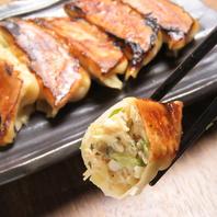 丁寧に焼き上げる餃子は外はパリっと食感が楽しめる!