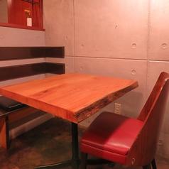 デートにぴったりの2名用のテーブル席♪上質な美味しいお肉を仲良くシェア!ゆったり素敵な時間をお過ごしください☆