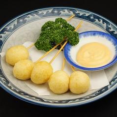 料理メニュー写真チーズ串揚げ