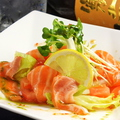 料理メニュー写真とろ鮭のカルパッチョ