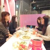 ピンクの壁がまた違った雰囲気を演出!カフェスペースは少人数、15名様~30名で貸切もOK!