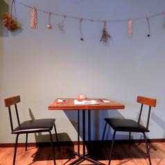 【テーブル席】おしゃれなテーブル席。女子会やデートにも…♪まったり過ごせそう◎