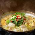 小鉄名物のモツ鍋!寒い時期にはもちろん、夏でも「鍋が食べたい!」そんなお客様にもピッタリ!寒い時期には、体をあっためて、暑い時期には汗をかいてすっきりしましょう!90分モツ鍋食べ飲み放題2860円(税抜)~、単品(1人前)各1480円(税抜)~です。