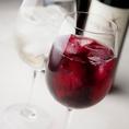 厳選ワインは種類も豊富。世界各国から選んだカジュアルなワインメニューが充実♪お手軽なグラスワインからみんなで楽しむボトルワインまで。和洋のつまみをあわせて楽しいひとときをお過ごし下さい!ワインだけでなくサワーやカクテルもご用意♪※写真はイメージ
