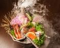 鮮魚は新鮮そのもの!身はぷりっぷりで脂がのっていて旨味たっぷり!もちろん臭みは全くありません!インパクト大のいろりあん盛りなどアラカルトも充実しています。当店自慢の味を是非ご堪能ください♪お食事にピッタリなお酒も豊富なラインナップをご提供いたします。