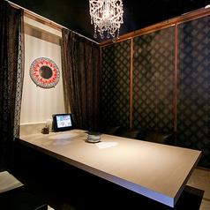 ◆4名様用完全個室◆デート利用や小人数飲み会に最適なお席です。豊富なバリエーションのドリンクとボリュームたっぷりのコース料理をご用意しております♪2.5時間飲み放題付きコースは2790円~ご用意!飲み会・女子会・送別会・歓迎会にぴったりな内容です♪