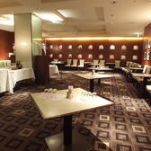 貸切は立食形式の場合60名様まで利用可能です。大人数の会社の宴会もお待ちしています。