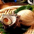 【四日市で伊勢志摩が堪能できる】仲見世ではアッパ貝、サザエ等伊勢志摩の海の幸を思う存分お楽しみ頂けます!冷燻や藁焼き等素材を活かした調理法で仕上げた逸品はどれもおすすめ!また、海鮮料理によく合う三重県の地酒をはじめとする多くのドリンクもございます。四日市でのご宴会や接待、歓送迎会などもお任せ下さい!