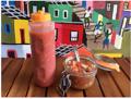 料理メニュー写真酸味の利いたさっぱりとした万能ソース「ビナグレッチ」(右)ブラジルの定番唐辛子ソース「ピメンタ」(左)
