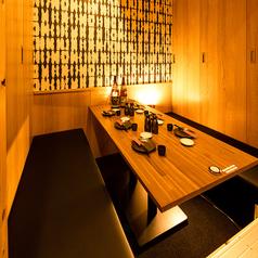 【最大30名様まで】居心地のいい広々とした掘りごたつ個室席は、大切なお祝いの席や会社宴会にもぴったり!こだわりの詰まった九州料理や厳選した銘酒の数々を楽しみながら、最高のひとときをお過ごしいただけます。