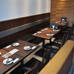 テーブルレイアウト変更可能!お席をつなげて、お客様のご利用シーンに合わせてご利用いただけます。女子会や仲間との飲み会などに◎