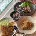 【お魚教室】季節によって旬のお魚料理のおいしさをご家庭でも楽しく作れるクラス。魚をさばく技術はもちろん、お魚屋さんに上手に下準備をお願いする方法や献立の組み方まで、毎日の美味しいのための教室です。