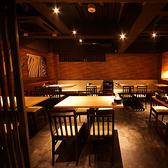最大30名様をご案内可能なオープン席もご用意しております。格子から見えるカウンターでの料理が