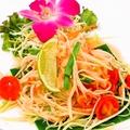 料理メニュー写真青パパイヤのヘルシーサラダ:ソムタムタイ(Spicy Green Papaya Salad)