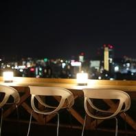 夜景を眺めながら豪華ディナー