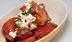 フレッシュトマトとモッツァレラチーズのサラダ