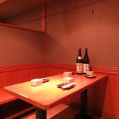 おこもり感のあるテーブル席。4名様がけを2卓ご用意しております。
