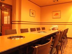 大人数で座るにはぴったりのこちらのお席。各種宴会のご予約承っております!