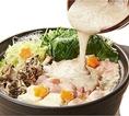 【とろろ鍋】国産桜姫鶏使用のとり塩鶏油鍋!とろろと鶏の美肌鍋は大人気の逸品です!鶏の旨味が凝縮されたお鍋と自然薯とろろの組み合わせは最高の味わい。有楽町居酒屋 山薬清流庵で、当店名物「自然薯とろろ」を心ゆくまでご賞味ください。
