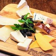 チーズ盛り合わせ(3 or 6 select)