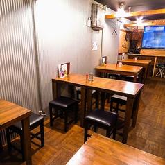【テーブル席】最大20名様収容可能な大スペース。4人×5席=20人。テーブル席は分離できるので1人・2人も大歓迎!気軽にどうぞ♪