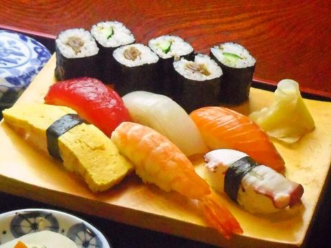 店主の想いが詰まったにぎり寿司を、落ち着いた雰囲気の中でゆっくり楽しめる店。