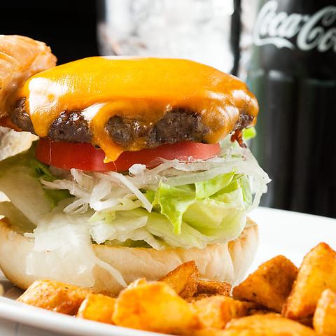 池袋にあるアメリカンダイナー☆ビーフ100%の自家製バーガーの本物の味を是非♪♪