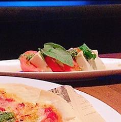 料理メニュー写真豆腐とフレッシュトマトのカプレーゼ風