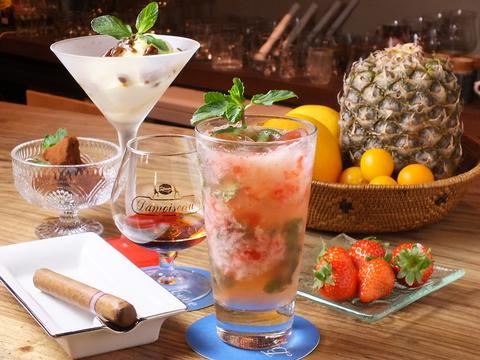 ラム酒とフレッシュフルーツのカクテル
