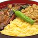 照り焼き、ふわふわ卵、鶏そぼろ3種が味わえる欲張り丼