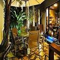【中庭】パラソルとテーブルも用意してあり、天気の良い日にはお食事にご利用頂けます。(店内レイアウト4)