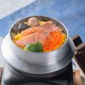 料理メニュー写真鮭イクラ釜飯