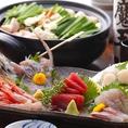 宴会ではお刺身の盛り合わせと、博多もつ鍋や水炊きをお召し上がりいただけます。