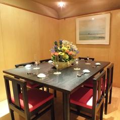 特別な日に使いたくなる、お洒落なテーブル席。日頃の疲れを癒してくれます。