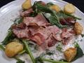 料理メニュー写真ほうれん草とベーコンのサラダ