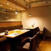【4名~6名様テーブル席】女子会・合コン・ご宴会にもオススメのお席完備。大きな窓からは夜景が愉しめる癒しの空間となっています。