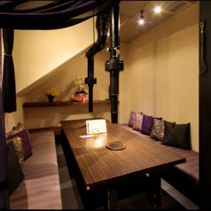 パーテーションで区切られた半個室。10名様までご利用可能です!靴を脱いでゆったりとしながらお食事をお楽しみいただけます♪平日のみご予約も可能です!