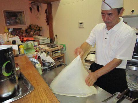 ロティとはマレー語で手作りの平焼パンのこと。このロティがある店は日本で当店だけ!